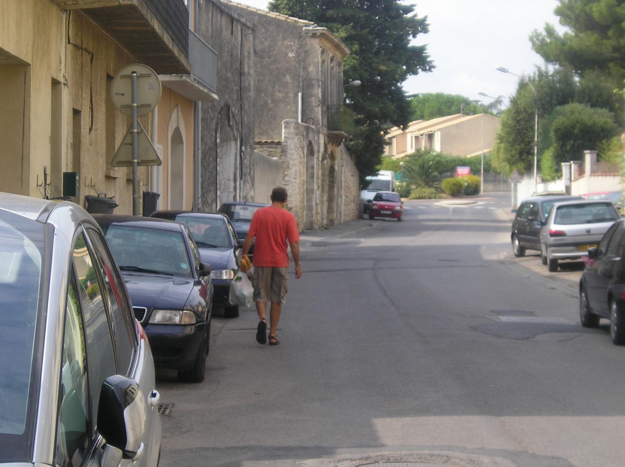Pas de parkings= Pas de trottoirs.